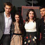Robert Pattinson, Kristen Stewart, Stephenie Meyer y Taylor Lautner en el Teatro Chino de Los Ángeles