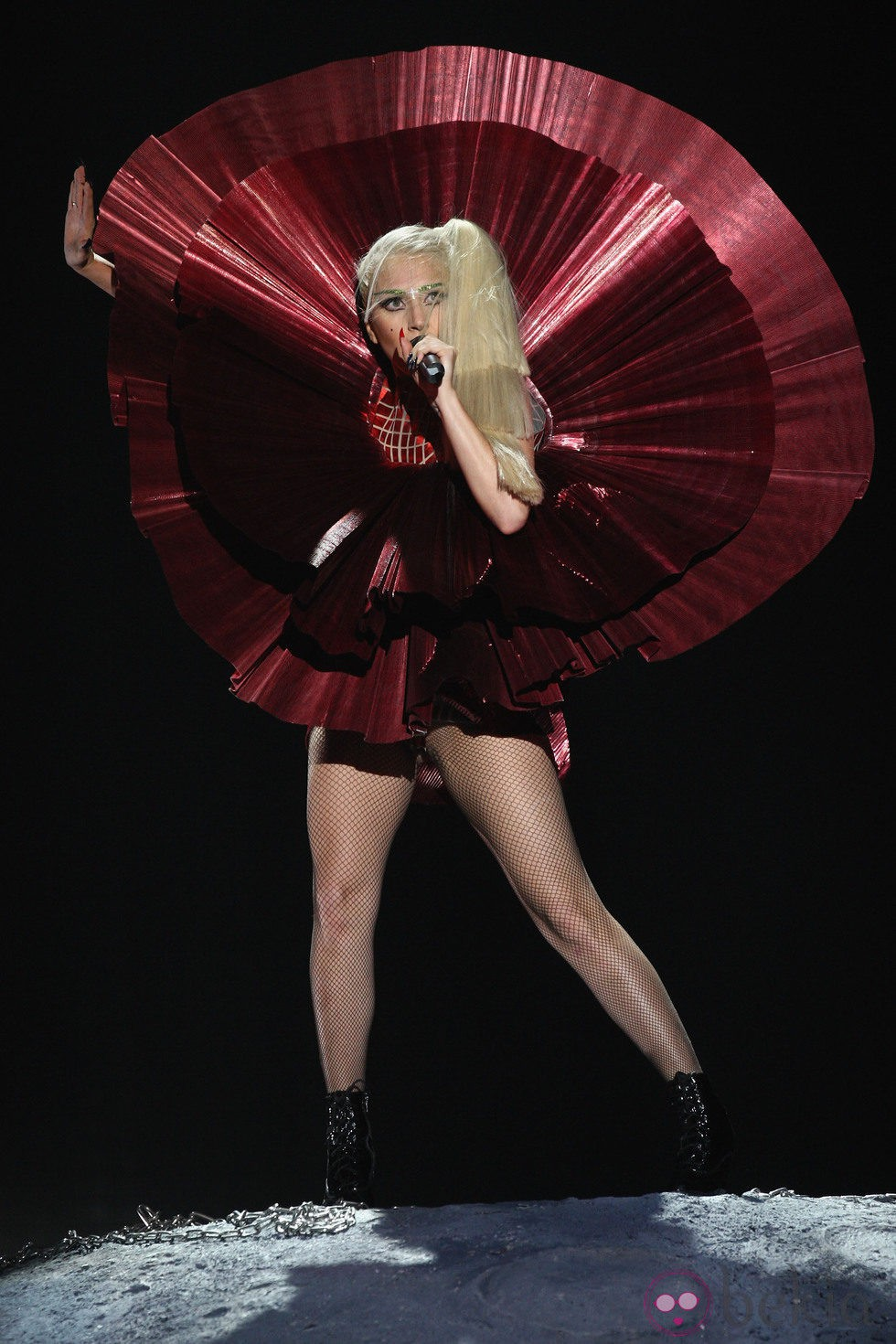 Lady Gaga durante su actuación en los MTV Europe Music Awards 2011