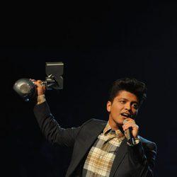 Bruno Mars recoge su galardón en los MTV Europe Music Awards 2011