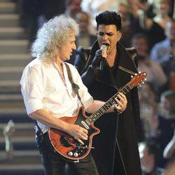Brian May y Adam Lambert en la gala de los MTV Europe Music Awards 2011