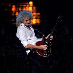 Brian May durante su actuación en los MTV Europe Music Awards 2011