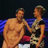 Hayden Panettiere con un hombre desnudo en los MTV Europe Music Awards 2011