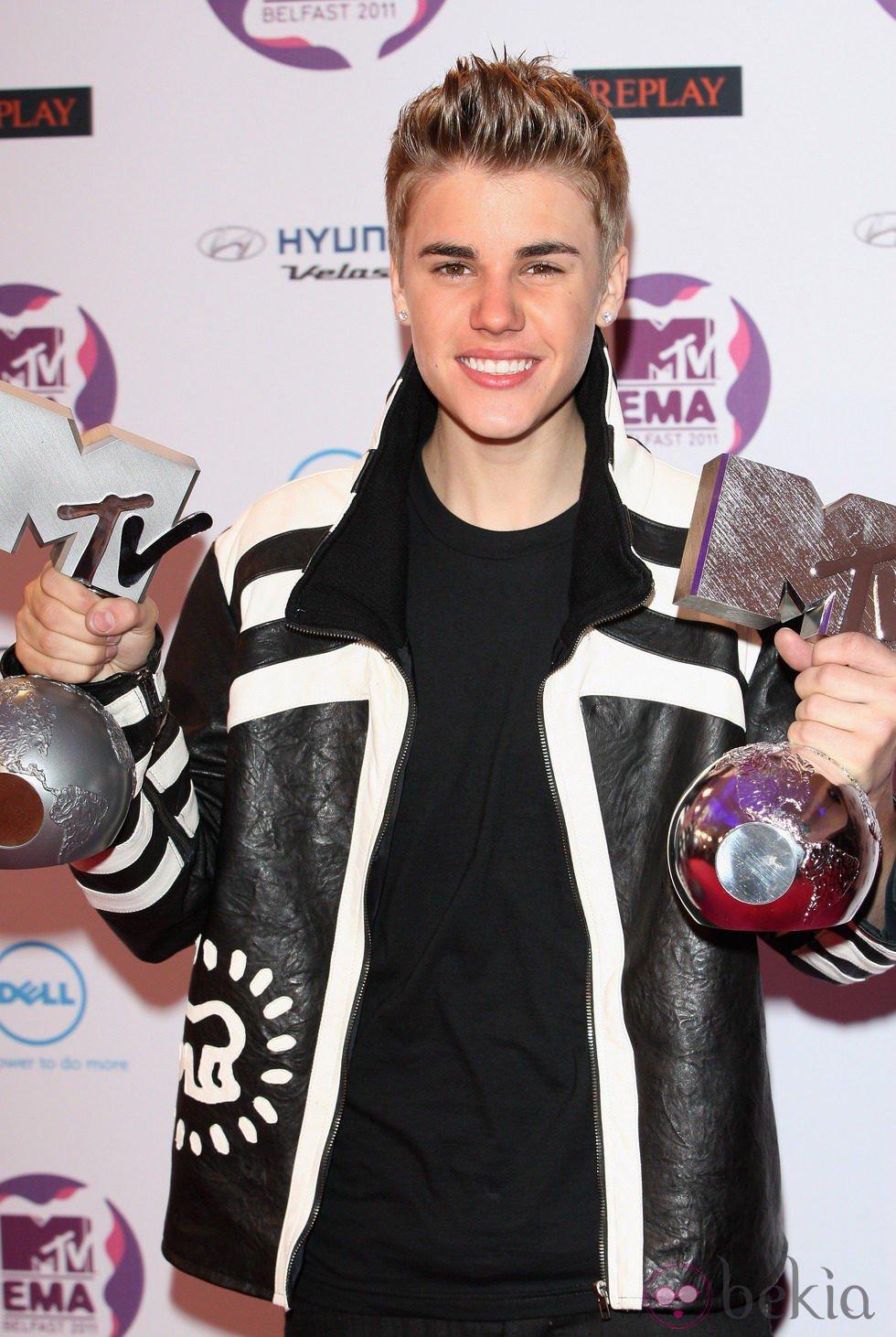 Justin Bieber con sus premios MTV 2011