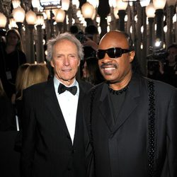 Clint Eastwood y Stevie Wonder en la gala homenaje a Clint Eastwood en Los Angeles