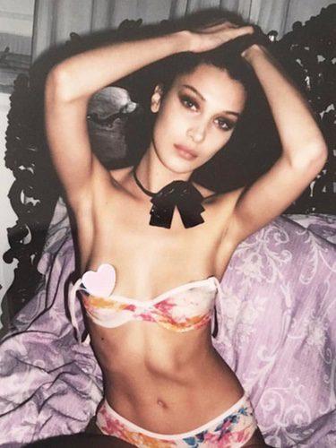 Bella Hadid haciendo topless en Instagram