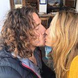 Carles Puyol y Vanesa Lorenzo besándose