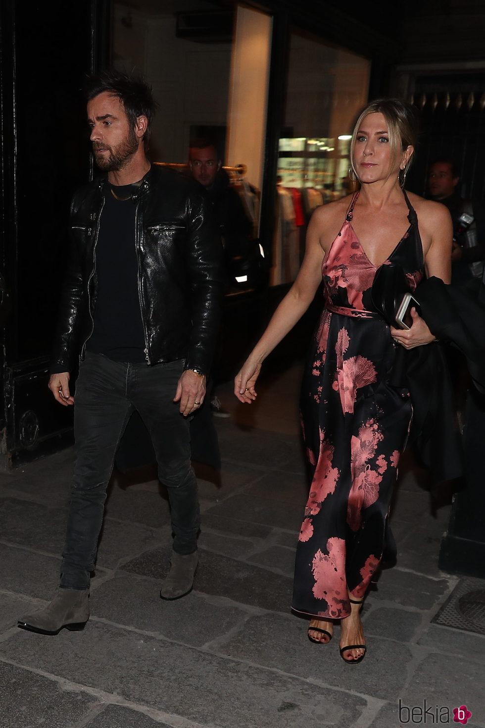 Jennifer Aniston y Justin Theroux de cena romántica por París