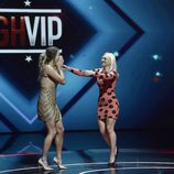 Alyson Eckmann y Daniela Blume en el momento de saber el nombre de la ganadora de 'GHVIP5'