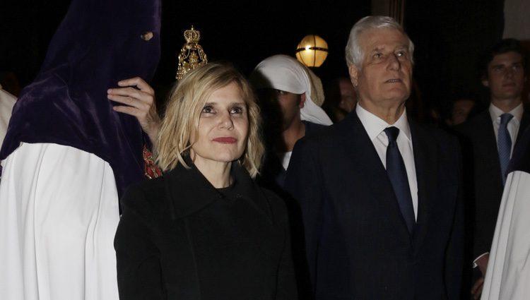 Eugenia Martínes de Irujo y Carlos Fitz-James Stuart en las procesiones de Jueves Santo 2017