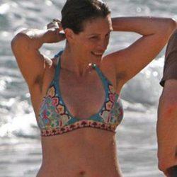 Julia Roberts en la playa con sus axila sin depilar