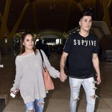 Gloria Camila con su novio KIko en el aeropuerto de Madrid