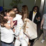 Alba Carrillo se despide de su gente en el aeropuerto de Madrid