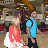 Janet Capdevila y Eliad Cohen en el aeropuerto de Madrid