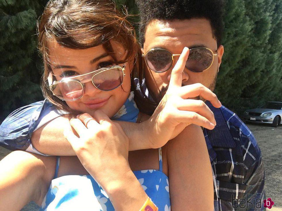 Selena Gomez comparte la primera imagen acompañada por The Weeknd en las redes