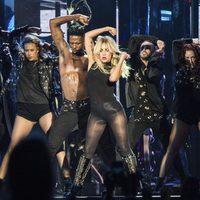 Lady Gaga actuando en Coachella 2017