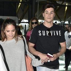 Gloria Camila acompañada por su chico antes de partir a Honduras