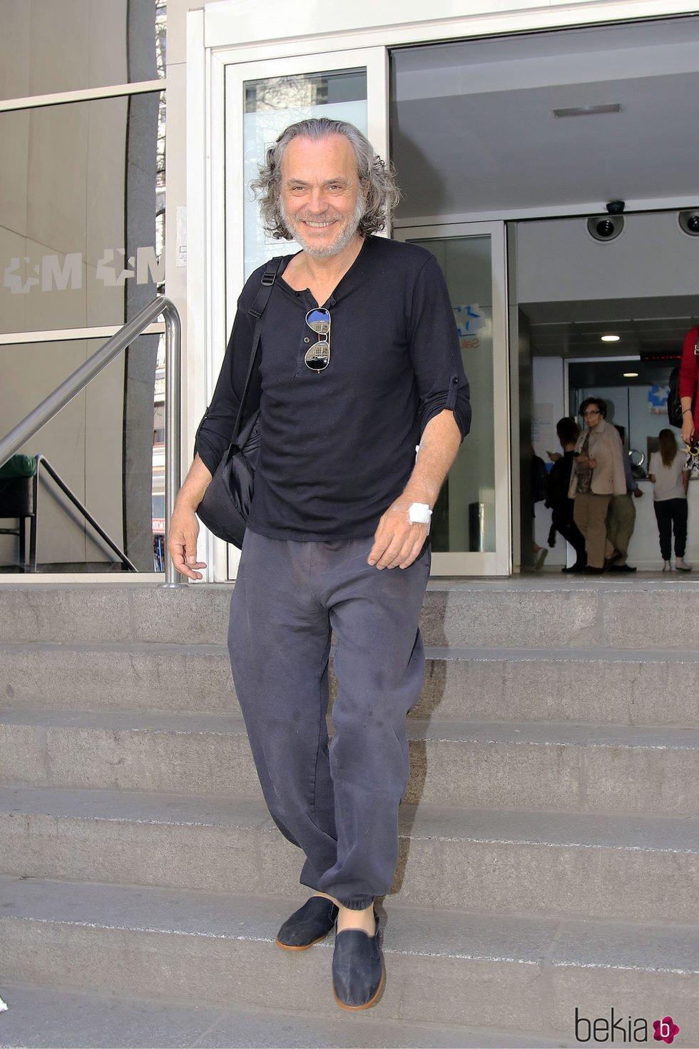 José Coronado a su salida del hospital tras sufrir un infarto