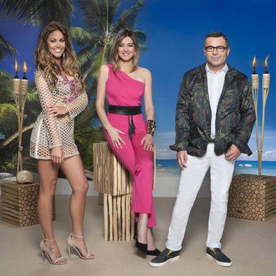 Lara Álvarez, Sandra Barneda y Jorge Javier Vázquez en una imagen promocional de 'Supervivientes 2017'