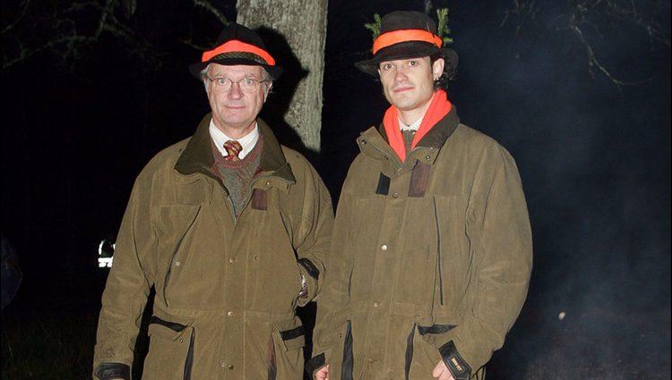 Carlos Gustavo de Suecia y Carlos Felipe de Suecia en una cacería
