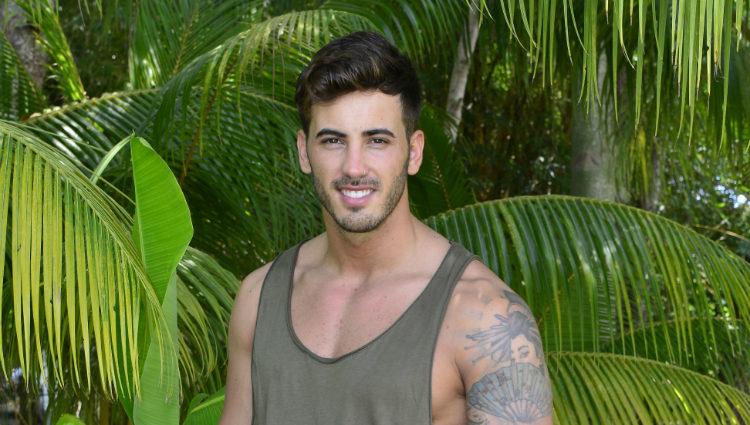 Iván González  posando como concursante de 'Supervivientes 2017'