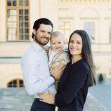 Carlos Felipe de Suecia y Sofia Hellqvist con su hijo Alejandro en su primer año de vida