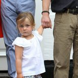 Isabel de Dinamarca, muy seria en un posado familiar