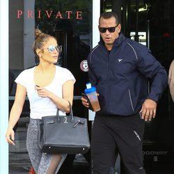 Jennifer Lopez y Alex Rodriguez saliendo del gimnasio juntos
