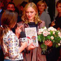 Madonna responde a las preguntas de los niños en la promoción de su libro