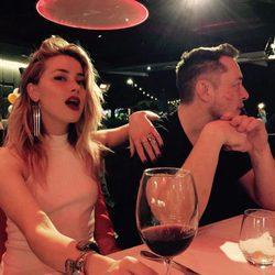 Amber Heard hace oficial su relación Elon Musk