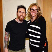 Leo Messi junto a Julia Roberts después de disputar El Clásico