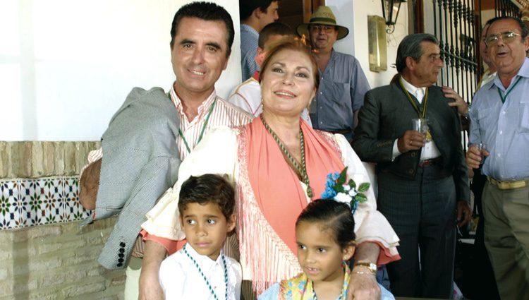 Rocío Jurado junto a Ortega Cano y sus hijos José Fernando y Gloria Camila