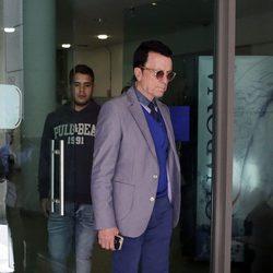 José Ortega Cano saliendo de los Juzgados con su hijo José Fernando