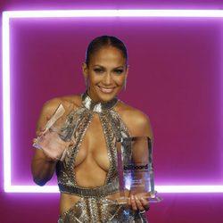 Jennifer Lopez con sus premios en los Billboard Latinos 2017