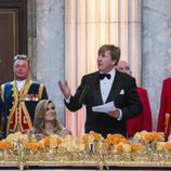 El Rey Guillermo de Holanda ofreciendo su discurso durante la cena de gala por su 50 cumpleaños