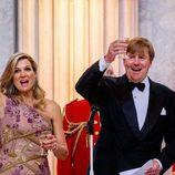 Máxima de Holanda entregada durante el brindis del Rey Guillermo en la cena de gala de su 50 cumpleaños