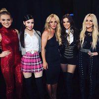Jamie Lynn Spears entrega el premio a Mejor Icono a Britney Spears en los 'Radio Disney Music Awards'