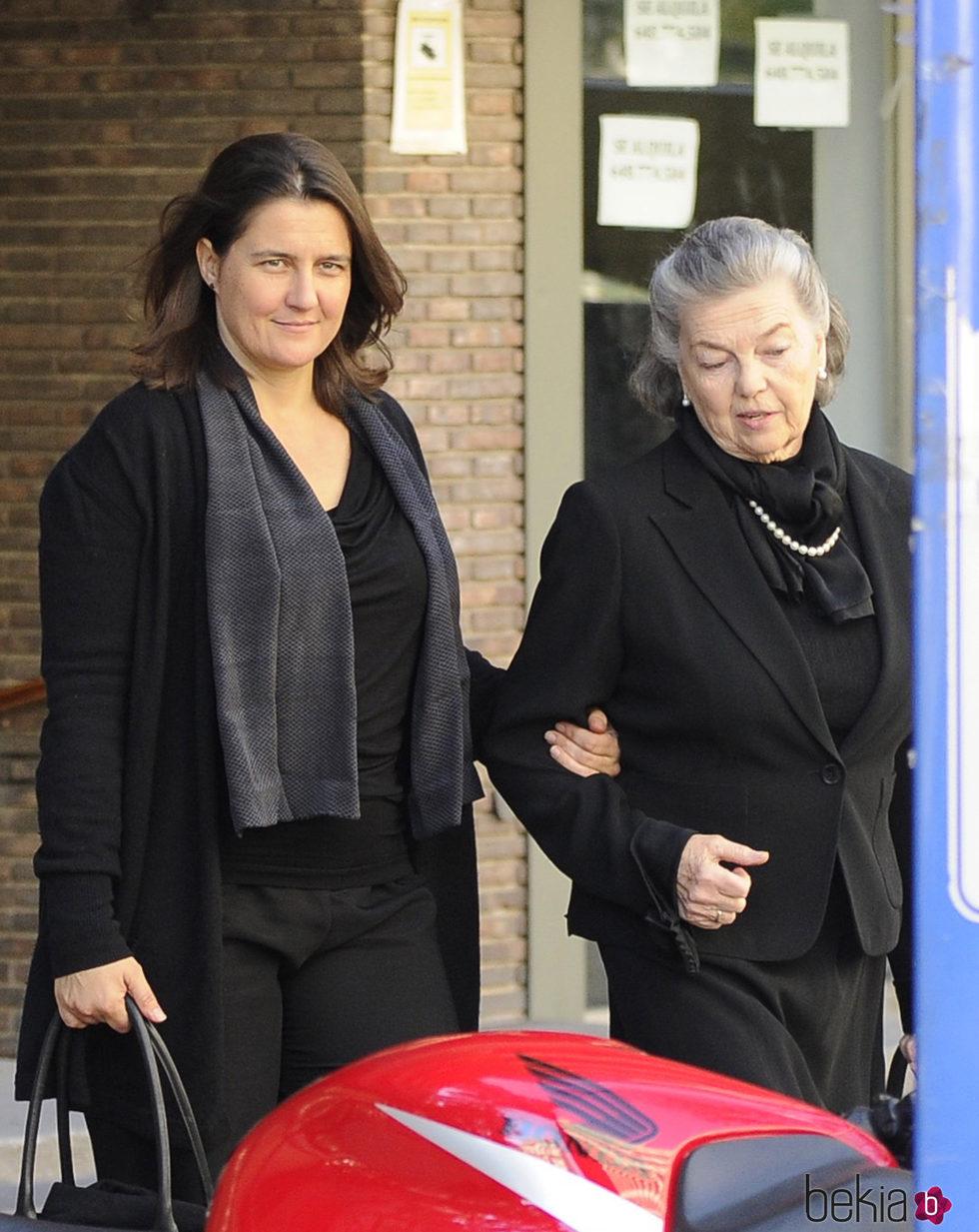 Inés Borbón Dos Sicilias acompañada de su madre Ana de Orleans
