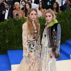 Mary-Kate y Ashley Olsen en la Gala MET 2017