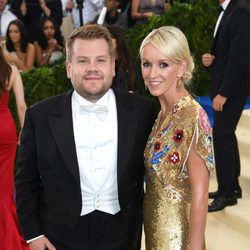 James Corden y Julia Carey en la Gala MET 2017