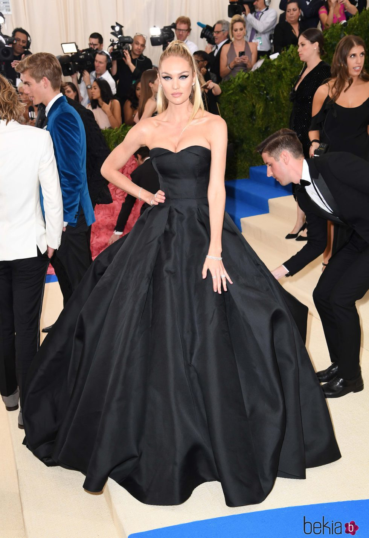 Candice Swanepoel en la Gala MET 2017