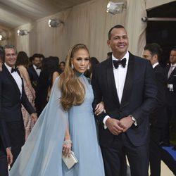 Jennifer Lopez y Alex Rodriguez en la Gala MET 2017
