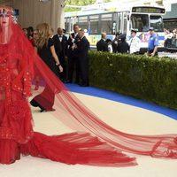 Katy Perry con un traje de Rei Kawakubo en la Gala MET 2017