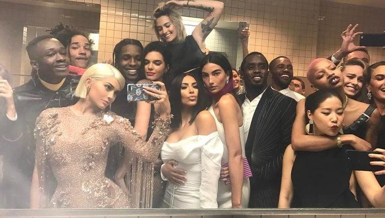 Kylie y Kendall Jenner, A$AP Rocky, Kim Kardashian o Lily Aldridge, disfrutando de la gala del MET 2017