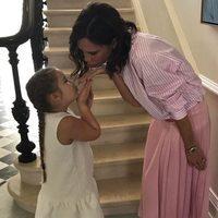 Victoria Beckham y su hija Harper felicitan a David por su cumpleaños