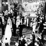 La Reina Isabel y el Duque de Edimburgo durante la celebración de su boda en 1947