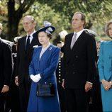 La Reina Isabel y el Duque de Edimburgo con los Reyes Juan Carlos y Sofía y el Rey Felipe