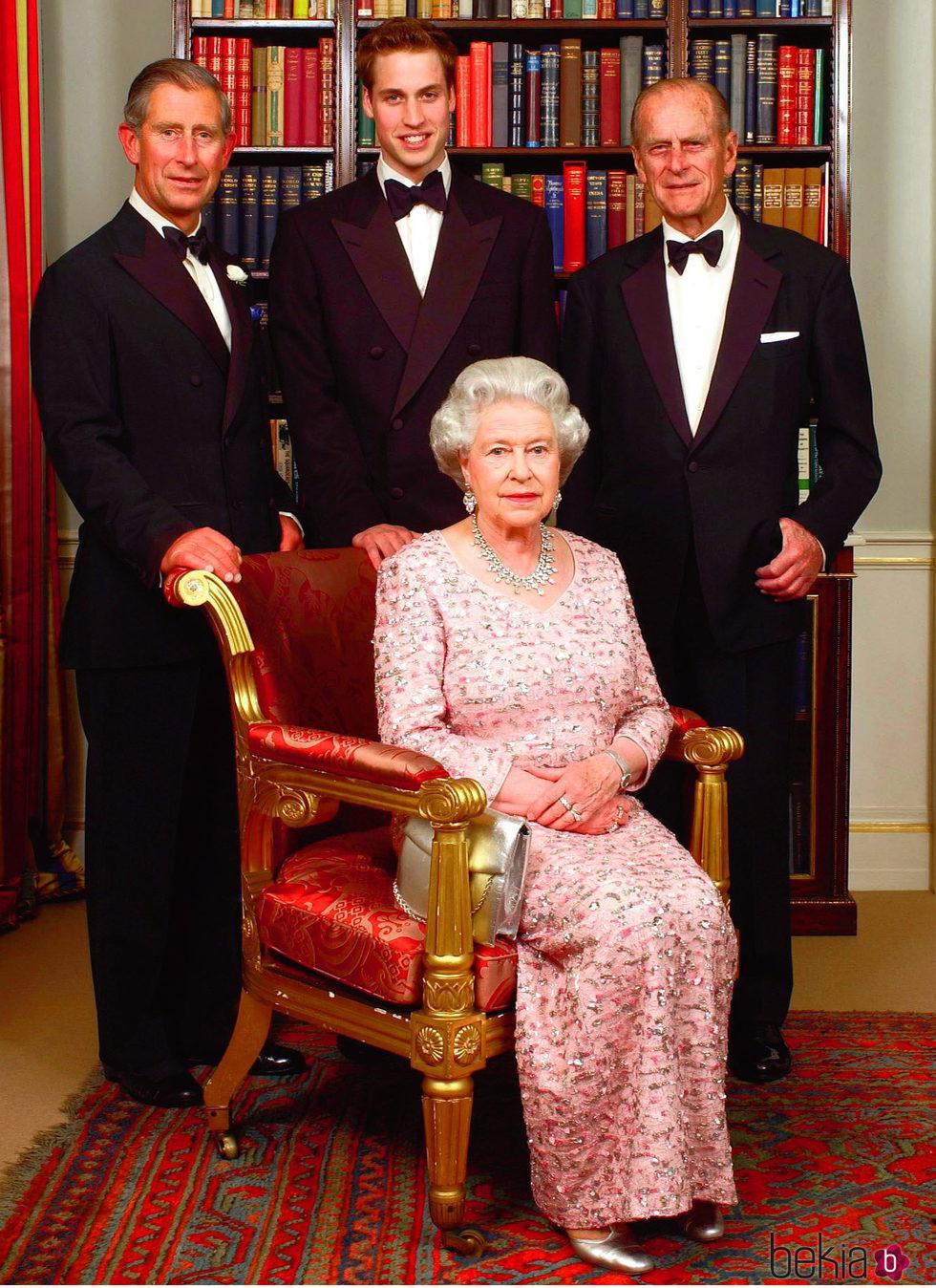 La Reina Isabel, el Duque de Edimburgo, el Príncipe Carlos y el Príncipe Guillermo