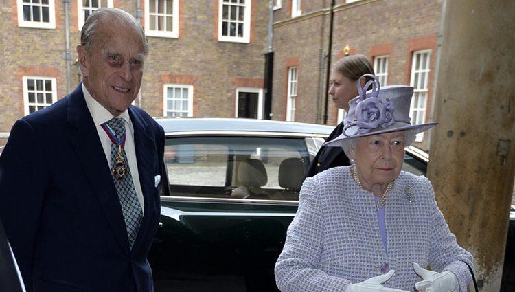 El Duque de Edimburgo reaparece con la Reina Isabel tras anunciar que se jubila