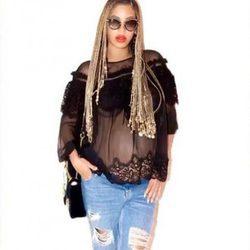 Beyoncé muestra su barriguita con una camiseta transparente