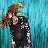 Beyoncé ondea su melena mientras mira a la cámara